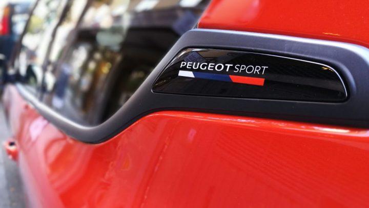 Peugeot 208 GTI emblemaPeugeot 208 GTI emblema